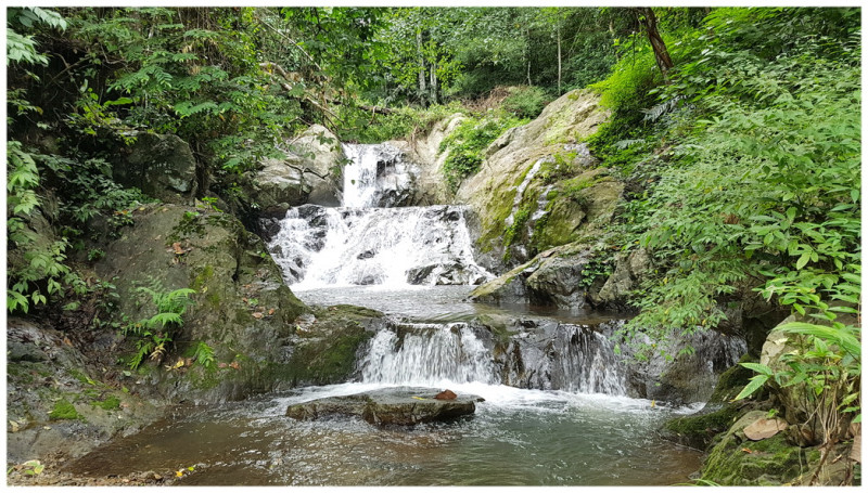baan rai waterfall chiang khong